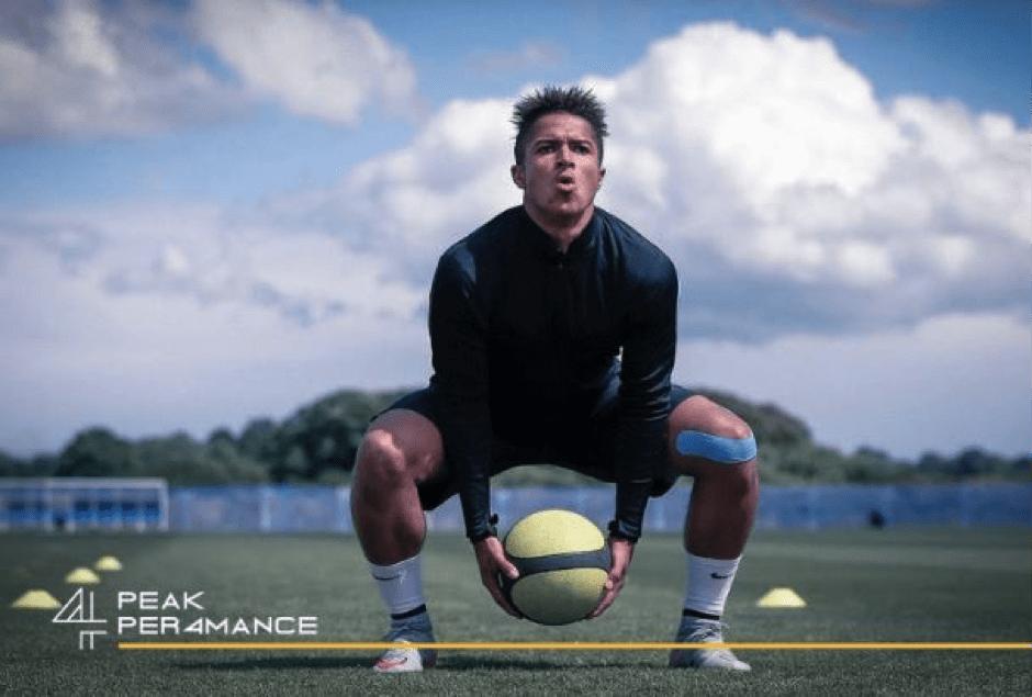 kształtowanie mocy kończyn dolnych z piłką lekarską